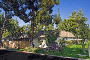 apts california: clovis